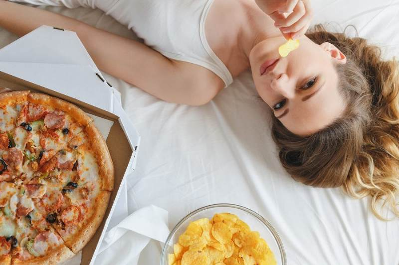 What You Shouldn't Eat Before Sleeping and Why