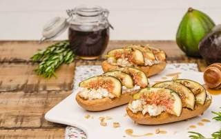 Swedish Toasts with Figs Cheese